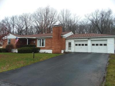 Hollidaysburg Single Family Home For Sale: 140 Devon Dr
