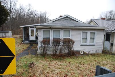Blair County Single Family Home For Sale: 3513 Walnut Ave.