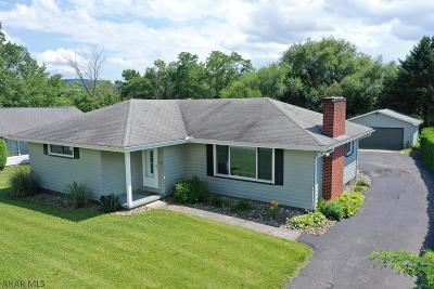 Hollidaysburg, Duncansville Single Family Home For Sale: 1015 Hilltop Drive