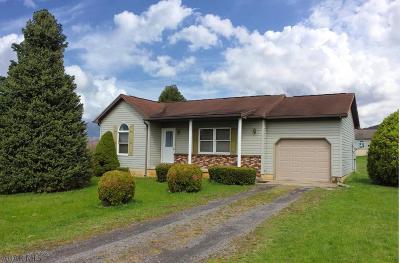 Williamsburg Single Family Home For Sale: 136 Cardinal Circle