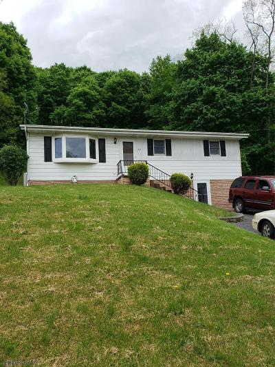 Hollidaysburg Single Family Home For Sale: 212 Sunset Drive