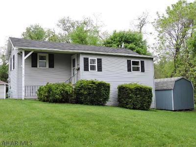 Altoona Single Family Home For Sale: 3936 Maple Ave