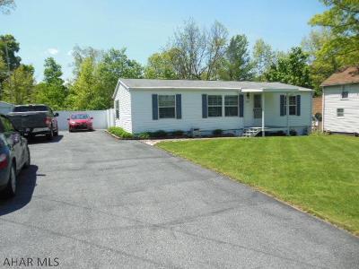 Altoona Single Family Home For Sale: 609 Lafayette Lane
