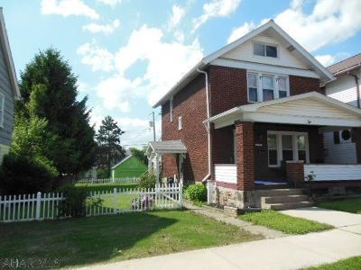 Altoona Single Family Home For Sale: 214 E Bell Avenue