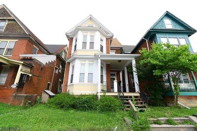 Single Family Home Sold: 2108 W Chestnut Avenue