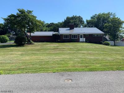 Hollidaysburg Single Family Home For Sale: 3172 Sylvan Heights Drive