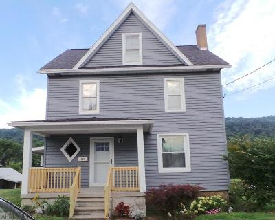 Roaring Spring Single Family Home For Sale: 424 Sugar Street