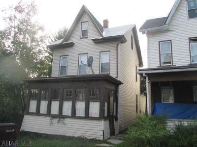 Altoona Single Family Home For Sale: 220 E 4th Avenue