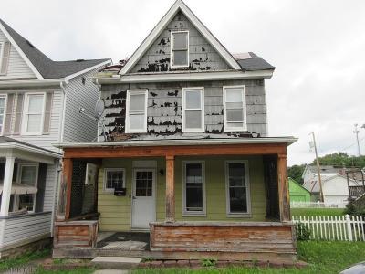 Altoona Single Family Home For Sale: 210 E Bell Avenue