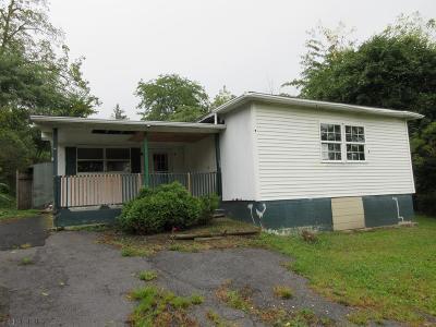 Altoona Single Family Home For Sale: 201 Harmony Drive