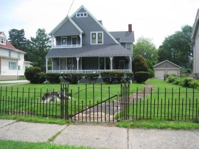Waverly Single Family Home For Sale: 472 Pennsylvania Avenue