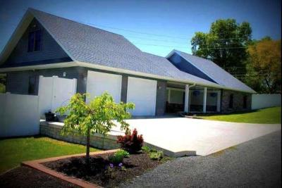 Athens Single Family Home For Sale: 22 Trinity Ln
