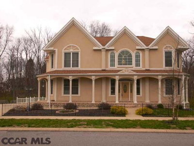 Single Family Home Sold: 140 Gaslight Circle
