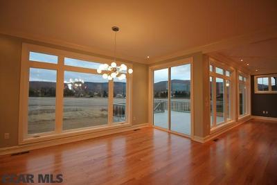Single Family Home For Sale: 164 Derek Drive