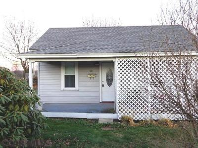 Single Family Home For Sale: 401 Harry Street