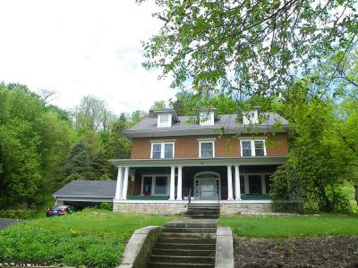 Lewistown Single Family Home For Sale: 125 Academy Hill
