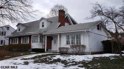Lewistown Single Family Home For Sale: 18 Fairview Place