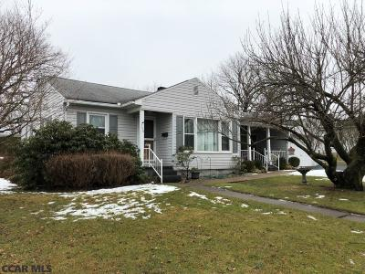 Single Family Home Pending: 708 Lamb Street W