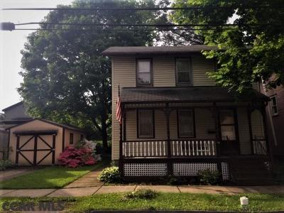 Single Family Home For Sale: 114 E Maple Street