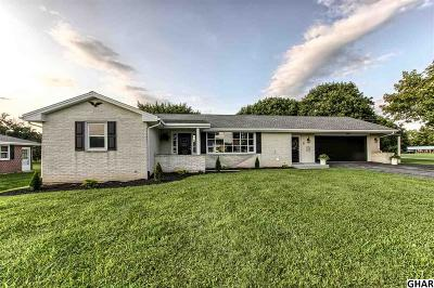 Carlisle Single Family Home For Sale: 2093 Newville Road