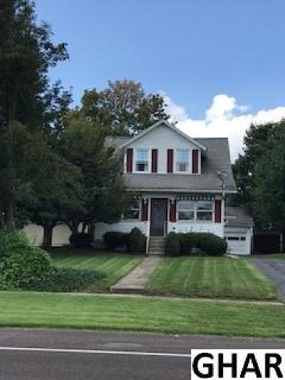 Hershey Single Family Home For Sale: 1351 E Chocolate Avenue