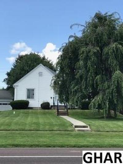 Hershey Single Family Home For Sale: 1357 E Chocolate Avenue