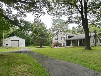 Single Family Home For Sale: 680 Rock Cut Rd.