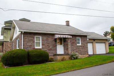 Single Family Home For Sale: 105 Oak Street
