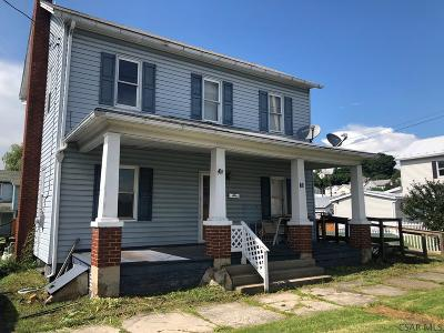 Single Family Home For Sale: 25 Broadway St