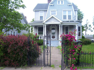 Single Family Home For Sale: 621 E Front Street