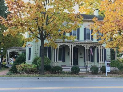 Single Family Home For Sale: 833 Chestnut St
