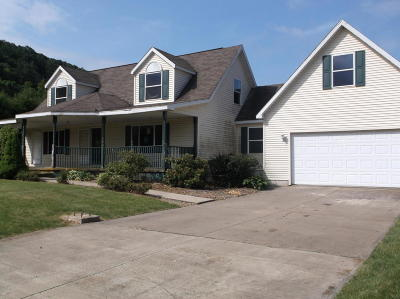 Single Family Home For Sale: 5 Sumac Lane