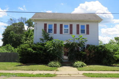 Single Family Home For Sale: 226 E 15th St
