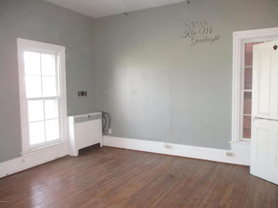 Single Family Home For Sale: 250 Main St