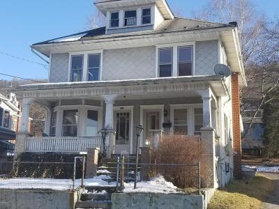 Single Family Home For Sale: 620 W Market
