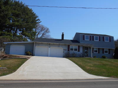 Berwick PA Single Family Home Active Contingent: $175,000