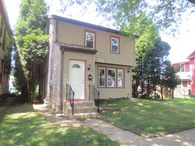 Single Family Home For Sale: 575 W Third Street
