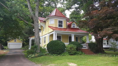 Single Family Home For Sale: 623 E Fifth Street
