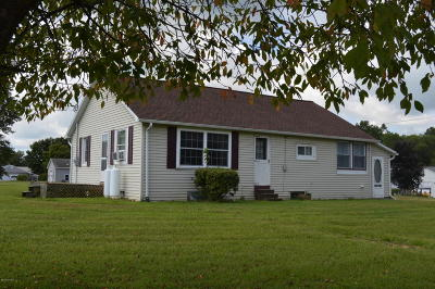 Single Family Home For Sale: 573 Cardinal Road