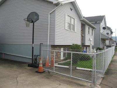 Single Family Home For Sale: 318 N Oak Street