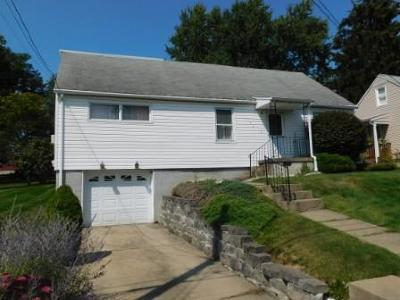 Elk County Single Family Home For Sale: 174 Queens Rd