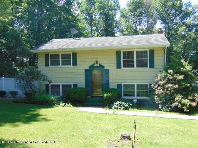 Lackawanna County Single Family Home For Sale: 62 Primrose Ln