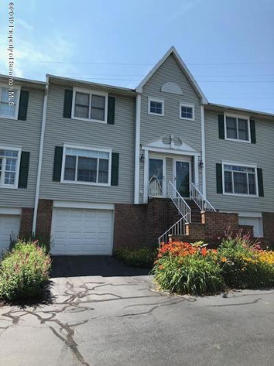 Clarks Summit Condo/Townhouse For Sale: 20 Lakeside Commons