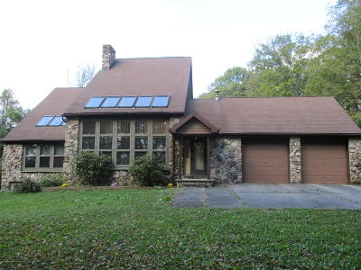 Lackawanna County Single Family Home For Sale: 611 State Rt. 690