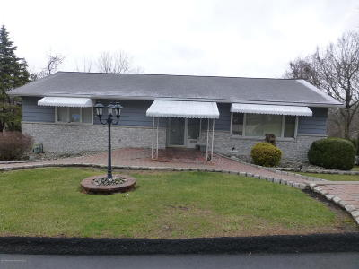 Lackawanna County Single Family Home For Sale: 23 Leslie Dr