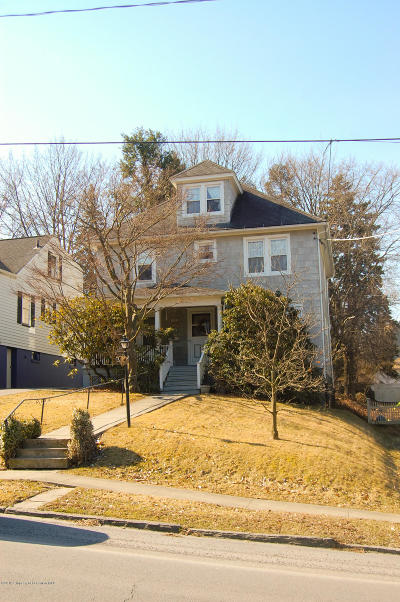 Lackawanna County Single Family Home For Sale: 910 Woodlawn St