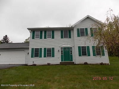 Lackawanna County Single Family Home For Sale: 300 S Edgewood Dr