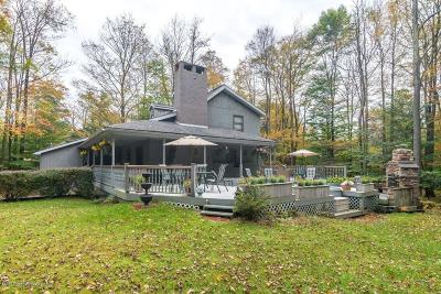 Lackawanna County Single Family Home For Sale: 46 Maple Drive