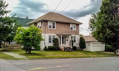 Lackawanna County Single Family Home For Sale: 744 Willow St