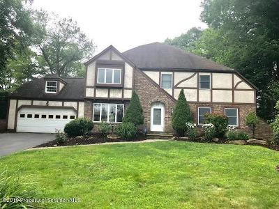 Lackawanna County Single Family Home For Sale: 611 Carnation Dr